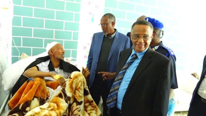 Madaxweyne Muuse Biixi Oo Cusbitaalka Ku Booqday Madaxweyne Ku Xigeenkii U Horeeyey Ee Somaliland Mujaahid Xasan Ciise Jaamac